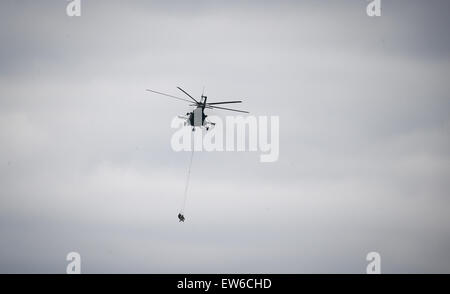 Sagan, Poland. 18th June, 2015. NATO snipers are evacuated by a helicopter during the first 'Noble Jump' maneuvers - Stock Photo