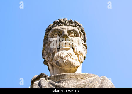 OXFORD CITY HEAD OF A ROMAN EMPEROR WITH BEARD AND TONGUE OUTSIDE THE SHELDONIAN THEATRE - Stock Photo
