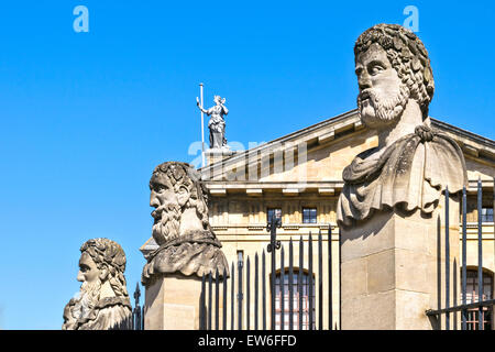 OXFORD CITY HEADS OF THREE ROMAN EMPERORS OR HERMS  OUTSIDE THE SHELDONIAN THEATRE - Stock Photo