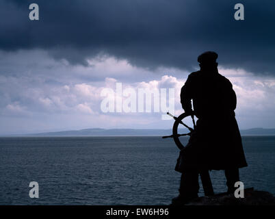 Bronze figure of renowned lifeboatman Richard 'Dic' Evans by Sam Holland looking SE across Red Wharf Bay from outside - Stock Photo