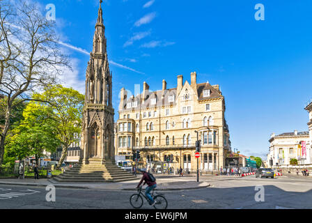 OXFORD CITY THE MARTYR'S MEMORIAL ST.GILES IN FRONT OF THE RANDOLPH HOTEL - Stock Photo