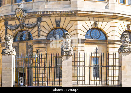 OXFORD CITY THE SHELDONIAN THEATRE SURROUNDED BY THE HEADS OF ROMAN EMPERORS - Stock Photo