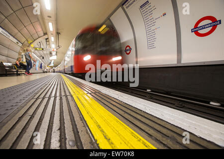 Soft focus view of a tube train leaving the platform at Knightsbridge underground station - Stock Photo