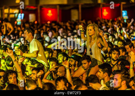 Barcelona, Catalonia, Spain. 18th June, 2015. Festival goers move to the music of British electronic pop quintet - Stock Photo