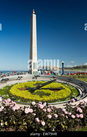 UK, Wales, Conwy, Llandudno, Gloddaeth Street, War Memorial obelisk and floral clock - Stock Photo