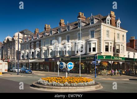 UK, Wales, Conwy, Llandudno, Gloddaeth Street, shops, cafes and Wetherspoon's Palladium in former cinema - Stock Photo