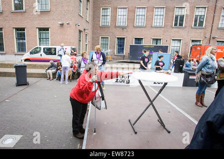 The Hague, Netherlands. 19th June, 2015. On Friday several hundred people gathered near parliament to hand over - Stock Photo