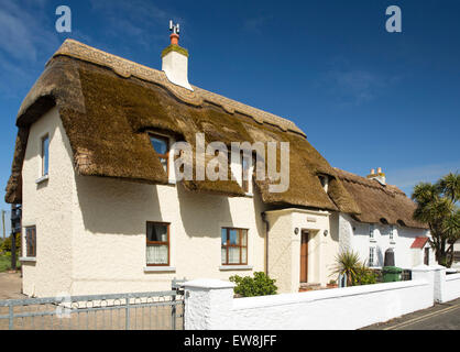Ireland, Co Wexford, Kilmore Quay, idyllic thatched cottage in centre of village - Stock Photo