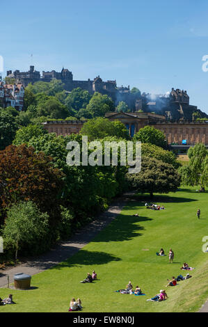 Center centre of Edinburgh on a hot summer's day - Stock Photo