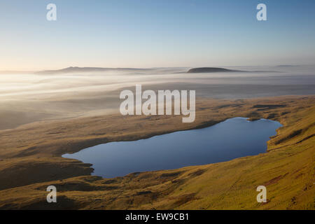 Llyn y Fan Fawr. The Black Mountain. Brecon Beacons National Park. Powys. Wales. Fan Gyhirych is the summit in the - Stock Photo