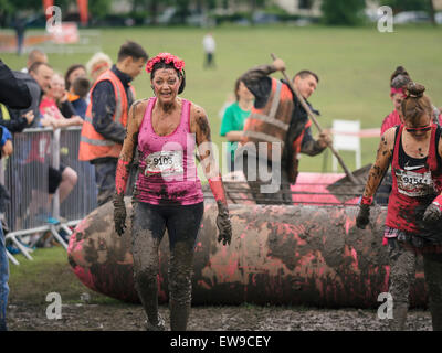 Glasgow, UK. 20th June, 2015. Women run the 5k 'Pretty Muddy' race in support for cancer research at Bellahouston - Stock Photo