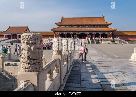 Tourists walking in Forbidden City Court - Stock Photo