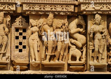 Historic kama sutra sculptures of khajuraho temple india - Kamasutra mobel ...