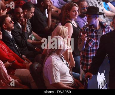 Las Vegas, Nevada, USA. 21st June, 2015. Singer Justin Beiber attends the Adrien Broner vs Shawn Porter welterweight - Stock Photo