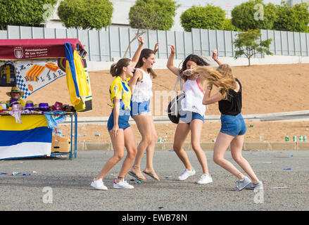 Las Palmas, Gran Canaria, Canary Islands, Spain. 21st June, 2015. Football: Four teenage Las Palmas supporters go - Stock Photo