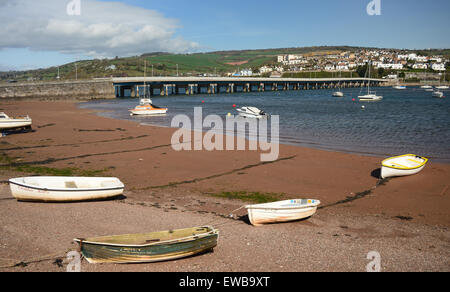Boats on the beach beside the river Teign bridge. - Stock Photo