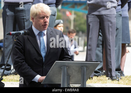 London, UK. 22 June 2015. Boris Johnson, the Mayor of London, and London Assembly members joined British Armed Forces - Stock Photo