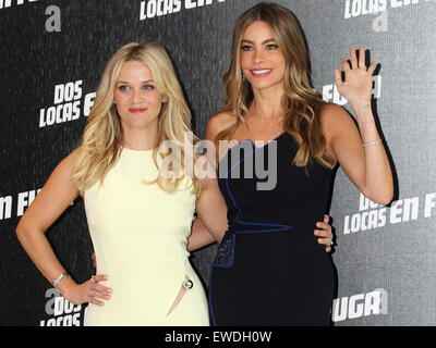 Mexico City, Mexico. 23rd June, 2015. Actresses Sofia Vergara (R) and Reese Witherspoon (L) pose at the photocall - Stock Photo