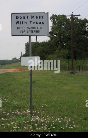Roadside Litter Usa Stock Photo 53585335 Alamy