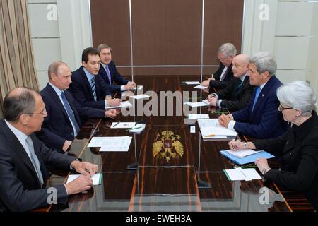 U.S. Secretary of State John Kerry, flanked by U.S. Ambassador to Russia John Tefft and U.S. Under Secretary of - Stock Photo