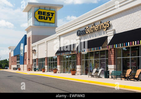 the exterior of best buy a chain electronics store in oklahoma city stock photo royalty free. Black Bedroom Furniture Sets. Home Design Ideas