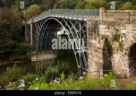 UK, England, Shropshire, Ironbridge, Adrian Darby's historic 1781 iron bridge over the River Severn, - Stock Photo