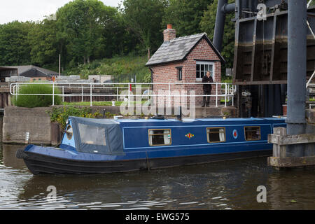 The Anderton Boat Lift near Northwich in Cheshire, links the River Weaver and the Trent and Mersey Canal. After - Stock Photo