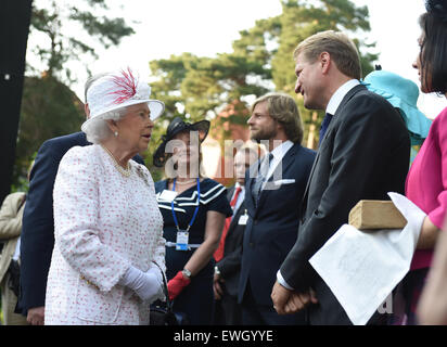Berlin, Germany. 25th June, 2015. Britain's Queen Elizabeth II chats with guests before a brick will be presented - Stock Photo