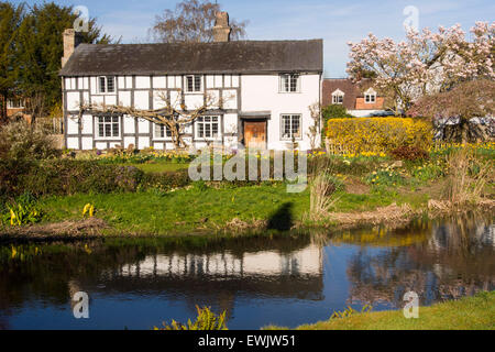 An ancient medieval Tudor timber framed house in Eardisland, Herefordshire, UK. Eardisland has been voted the prettiest - Stock Photo