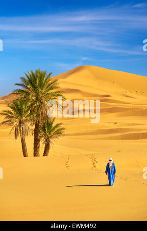Berber man, Erg Chebbi desert near Merzouga, Sahara, Morocco - Stock Photo