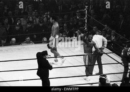Muhammad Ali and Joe Frazier battle it out for the World Heavyweight Championship in Madison Square Garden New York - Stock Photo