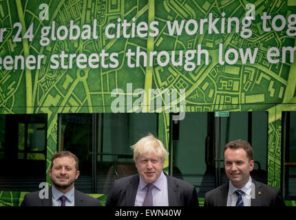 London, UK. 29th June, 2015. Mayor Boris Johnson announces world-first pure electric bus. The Mayor of London Boris - Stock Photo