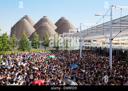 People lining up at the Expo 2015 gates on first days of it's opening - Stock Photo