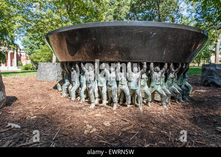 Unsung Founders Memorial on the campus of the University of North Carolina, Chapel Hill. - Stock Photo