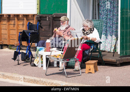 Bournemouth, Dorset, UK 1 July 2015. UK weather: hot sunny day at Bournemouth Beach - sunseekers flock to the seaside - Stock Photo