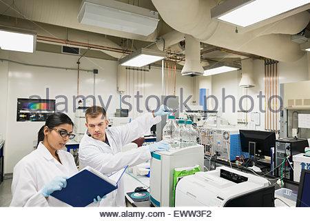 Scientists conducting scientific experiment in laboratory - Stock Photo