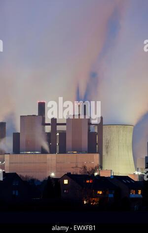 Europa, Deutschland, Nordrhein-Westfalen, das Braunkohlekraftwerk Niederaussem bei Bergheim. - Stock Photo