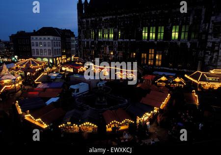 DEU, Germany, Aachen, Christmas fair at the market infront of the town hall   DEU, Deutschland, Aachen, Weihnachtsmarkt - Stock Photo