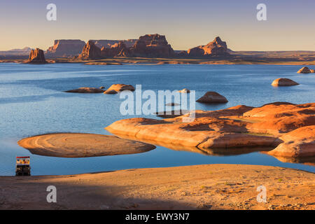 lake powell single women Lake powell, utah (abc4 utah)- emergency officials say a colorado woman is dead and several others were hurt wednesday night after a boat explosion.