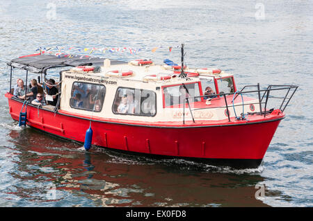 Belfast, Northern Ireland, UK. 02nd July, 2015. Visitors take a ride on a boat down the River Lagan in Belfast. - Stock Photo