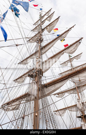 Belfast, Northern Ireland, UK. 02nd July, 2015. Folded sails on the mast of the Brazilian Navy sailing ship the - Stock Photo