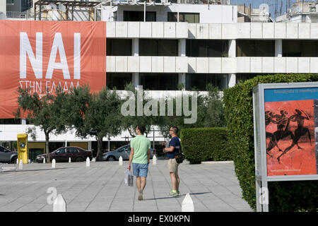 Athens, Greece. 3rd July, 2015. A banner reading 'YES' in reference to the upcoming referendum taking place on Sunday - Stock Photo