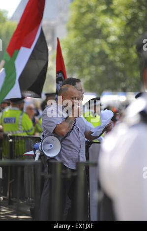London, UK. 04th July, 2015. A neo-nazi making a speech at the demonstration in Whitehall as fellow nazis wave nationalist - Stock Photo