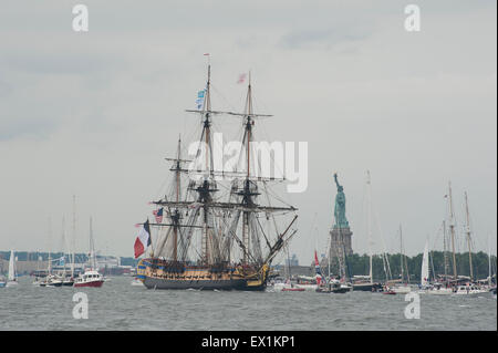 New York, New York, USA. 04th July, 2015. Hermione passing the Statue of Liberty in New York Harbor on Independence - Stock Photo
