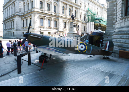London, UK. 4th July, 2015. A 1940s Spitfire is to be auctioned at Christie's on 9th July. This Spitfire P9374 was - Stock Photo
