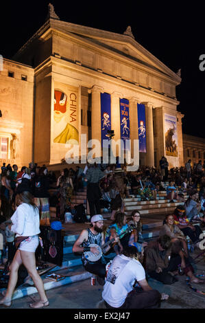 Chicago, Illinois, USA. 4th July, 2015. Deadheads gather in celebration the steps of Chicago's Field Museum during - Stock Photo