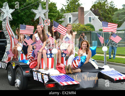 Wantagh, New York, USA. 4th July 2015. Past participants in The Miss Wantagh Pageant ceremony, a long-time Independence - Stock Photo