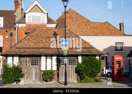 Sandwich, England. East Kent Road Car old fashioned wooden bus shelter from the 1920s and Red telephone box - Stock Photo