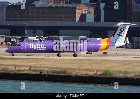 FLYBE BE BOMBARDIER Q400 DASH 8 DHC 8 LONDON CITY - Stock Photo