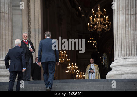 London, UK. 07th July, 2015. 10th Anniversary of London Bombings, UK Prime Minister David Cameron arrives at St Paul's Cathedral for memorial service. London, UK. 7/7, 10 year anniversary, London Bombings, 7th July. Credit:  Peter Manning/Alamy Live News